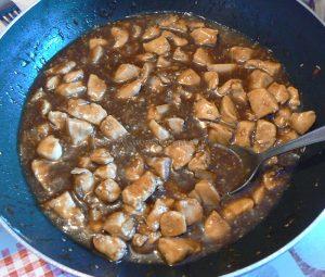 Poulet caramélisé aux graines de sésame fin