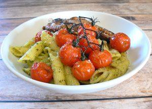 Penne au pesto, tomates cerises rôties presentation