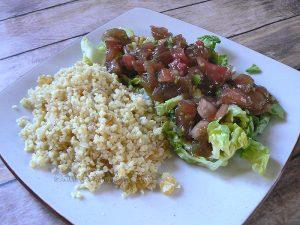 Salade de boulghour et salade de tomates Ethiopiennes presentation