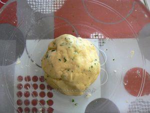 Tartelettes aux radis roses et fromage frais aux herbes etape1