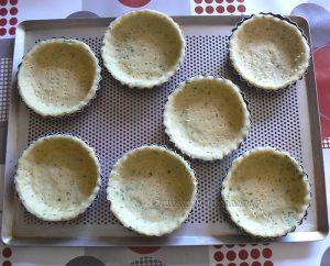 Tartelettes aux radis roses et fromage frais aux herbes etape4