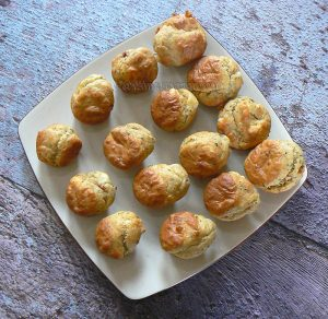 Mini-muffins au chèvre, tomates séchées et parmesan fin