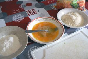Bâtons de courgettes panés, saumon grillé et sauce au curry etape4