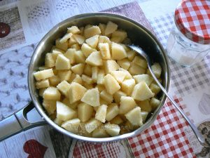 Chaussons aux pommes et Mars® etape1