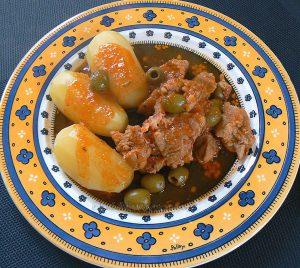 Sauté de veau corse aux olives et panzetta presentation