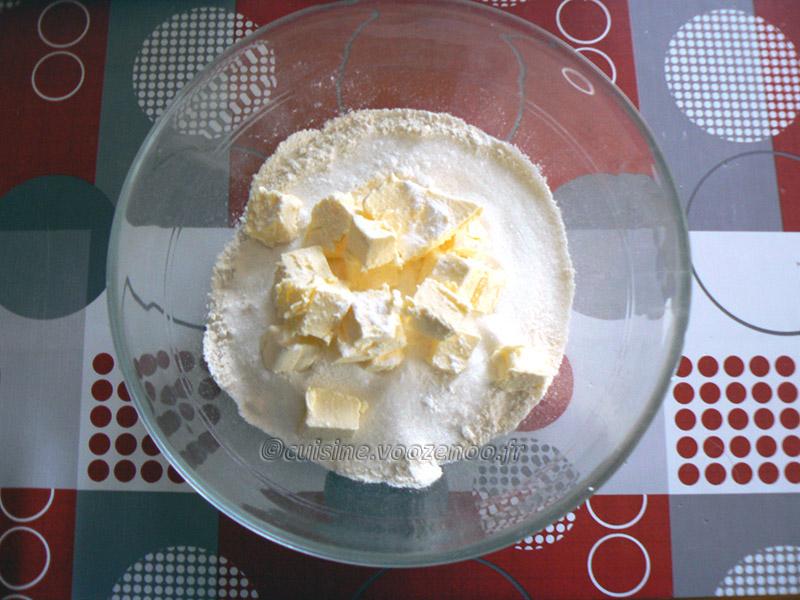 Flan pâtissier aux pralines roses et fleur d'oranger etape1