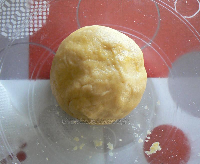 Flan pâtissier aux pralines roses et fleur d'oranger etape2