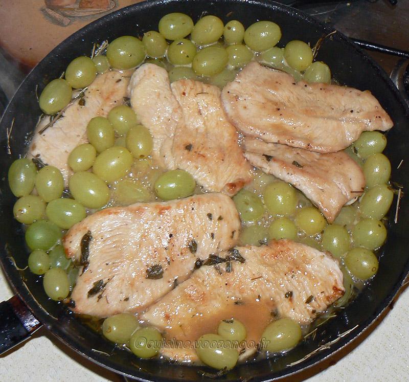 Escalopes de dinde aux raisins, sauce à la sauge et purée de carottes etape2